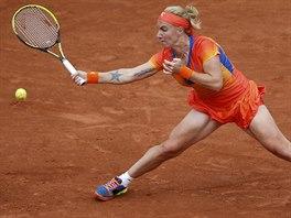 Ruská tenistka Světlana Kuzněcovová ve čtvrtfinále Roland Garros se Simonou...