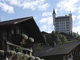 Hotel Gstaad Palace připomínající středověký hrad oslavil nedávno sté výročí...