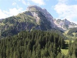 Okolní hory jsou neodolatelné.