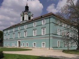 Dačice - renesanční zámek v klasicistní přestavbě