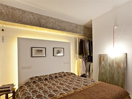 Ložnice majitele bytu je zařízena bez zbytečností, stejně jako celý byt. Druhou...