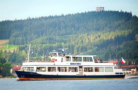 Pár minut chůze od Lipno Lake Resortu kotví krásná vyhlídková loď Adalbert Stifter, která Vás proveze okolo lipenského jezera