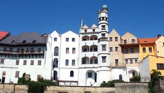 Mydlářovský dům je s lodžiemi a věžičkami dominantou Chrudimi