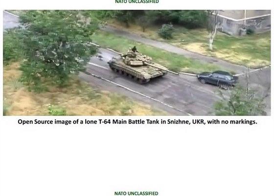 Tank T-64 ve městě Snižne
