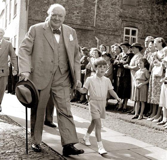 Nicholas Soames se svým dědečkem Winstonem Churchillem v roce 1952.