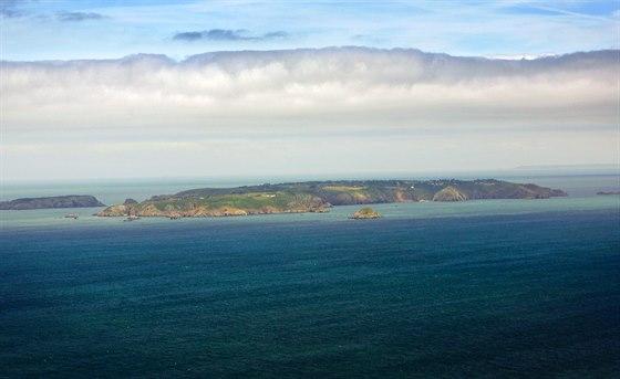 V pravo je Nezávislý ostrov Sark – centrum světového off shore podnikání. Vlevo...