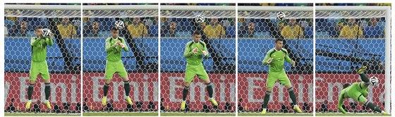 Ruský brankář Igor Akinfejev předvedl v zápase proti Koreji kiks a inkasoval...