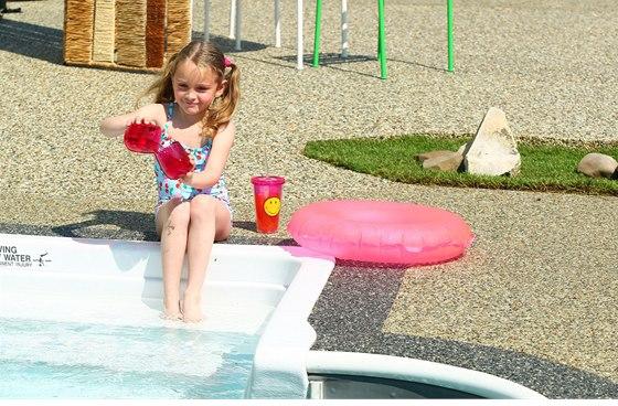 Protože TopStone neklouže, je velmi vhodný do okolí bazénů.