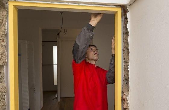 Usazení zárubně do stavebního otvoru
