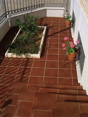 Foto: Venkovní keramická dlažba se schodovým programem v populárním odstínu z...