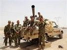 Kurdští ozbrojenci na předměstí Kirkúku (11. června 2014)