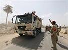 Stovky iráckých mužů se hlásí do boje proti radikálním islamistům (13. června...