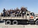 Do irácké armády se hlásí stovky dobrovolníků  (17. června 2014)