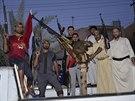 Za imáma Husajna a AS Řím. Příslušníci šíitské milice severně od Bagdádu (17....