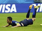 OKAMŽIK K NÁSLEDOVÁNÍ. Dopad Robina van Persieho po gólové hlavičce, který teď...