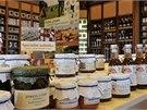 V obchodech Botanicus naleznete kosmetické výrobky i potraviny, například čaje,