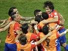 Chilan Jorge Valdivia (vpravo) oslavuje sv�j g�l na MS v utk�n� proti Austr�lii