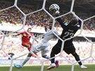 Belgičan Dries Mertens právě střílí gól na 2:1, který znamenal vítězství v...