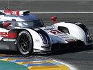 Andre Lotterer s vozem audi při závodu 24 hodin Le Mans.