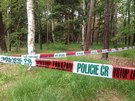 Policie uzav�ela m�sto v kl�novick�m lese, kde na�li kolejdouc� oho�el� t�lo...