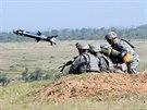 Americké jednotky pálí systémem Javelin na cvičení Sabre Strike v Pobaltí