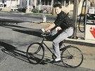 """V začátcích své americké """"kariéry"""" jezdil Kiska na kole."""