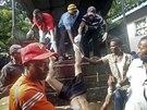 Neznámí útočníci postříleli v keškém městě Mpeketoni nejméně 48 lidí. (16....