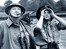 Winston Churchill s dcerou Mary sleduj� n�meck� bombov� �tok na jihu Anglie....