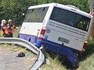Autobus se v levotočivé zatáčce u oderského koupaliště dostal mimo silnici....