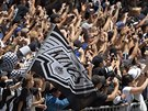 M�STO PLN� KR�L�. Ulice Los Angeles se zaplnily fanou�ky hokejist� Kings.