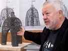 Autor návrhu baculaté rozhledny Doubravka, architekt Martin Rajniš, ukazuje...