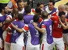 Švýcarští fotbalisté oslavují gól proti Ekvádoru, ke střelci Mehmedimu se...