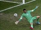 TŘETÍ GÓL. Portugalský brankář Rui Patrício inkasuje v duelu proti Německu.