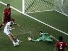 HATTRICK. Němec Thomas Müller střílí třetí gól v zápase proti Portugalsku.