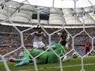 DEBAKL. Němec Thomas Müller střílí gól na 4:0.