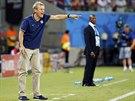 ROZDÍLNÉ POVAHY. Zatímco trenér Ghany Akwasi Appiah (v pozadí) působí klidným...