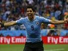 TEN GÓL JE PRO VÁS! Luis Suárez slaví trefu na 1:0 proti Anglii.