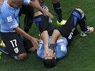 NEVĚŘÍM! Luis Suárez skrývá tvář po své úvodní brance.
