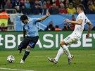 TŘÍBODOVÁ TREFA. Uruguayec Luis Suárez střílí vítězný gól proti Anglii.