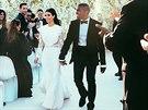 Svatba Kanyeho Westa a Kim Kardashianov�. Oba m�li modely zna�ky Givenchy.