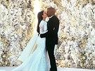 Snímek ze svatby upravovali manželé Westovi čtyři dny, než ho dali na internet.