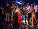 Na závěrečnou píseň vítězky se sešli všichni finalisté Hlasu ČeskoSlovenska.