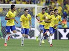 VYROVNAL. Brazilský útočník Neymar (10) se raduje z vyrovnávacího gólu proti...