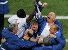 Realizační tým brazilské reprezentace se raduje z vyrovnávacího gólu proti...