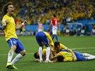 Brazilští fotbalisté se radují ze vstřeleného gólu. V popředí David Luiz.