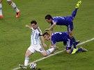 Argentinec Lionel Messi střílí gól na 2:0 v utkání proti Bosně a Hercegovině na...