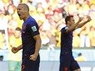 TO BYLA DŘINA. Nizozemec Ron Vlaar slaví upracovaou výhru svého týmu nad...