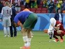 BYLO TO BLÍZKO. Fotbalisté Austrálie (vpravo brankář Mat Ryan) si moc dobře...