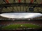 PŘED ZÁPASEM. Fanoušci Chile mají v hledišti stadionu Maracaná jasnou převahu....