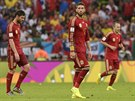 JE TO BÍDA. Reakce španělských fotbalistů (zleva Xabi Alonso, Sergio Ramos a...